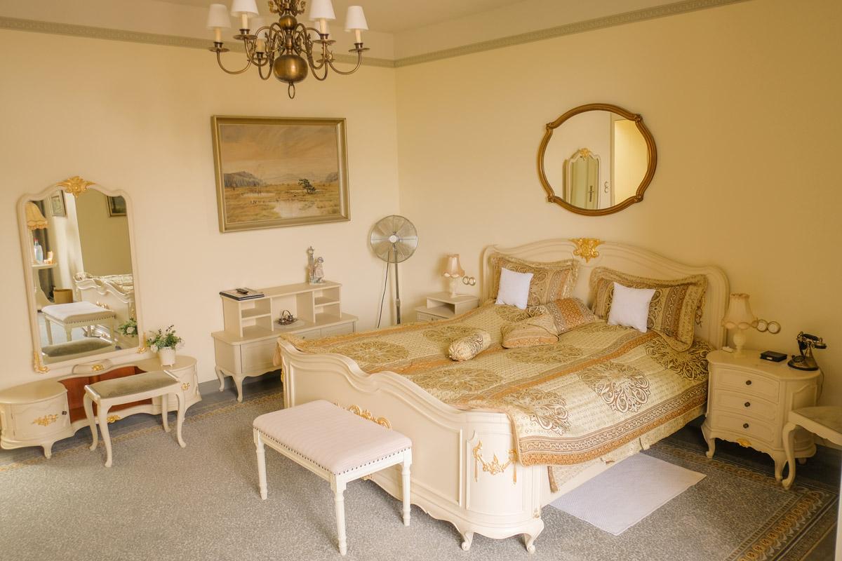 Hotel Villa Vier Jahreszeiten - Crimmitschau - Raum 07 Bett